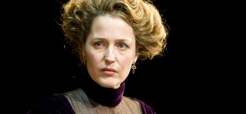 a_dolls_house_gillian_anderson_kveten_2009_a_small.jpg