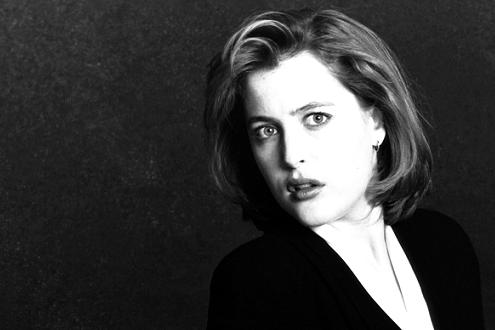 black-and-white-agent-scully-small.jpg