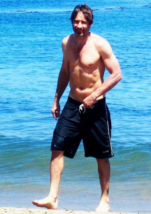 david-duchovny-malibu-beach-04–07–2011-small.jpg