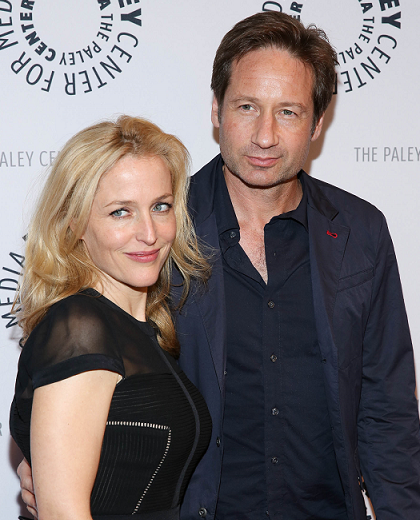 gillian-anderson-david-duchovny-new-york-city-13–10–2013–003-small.png