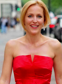 gillian-anderson-london-05072012004-small.png