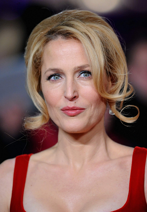 gillian-anderson-london-05–12–2012–001-small.png