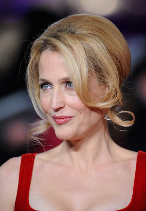 gillian-anderson-london-05–12–2012–002-small.png