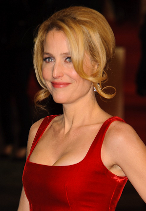 gillian-anderson-london-05–12–2012–003-small.png