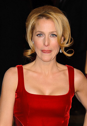 gillian-anderson-london-05–12–2012–004-small.png