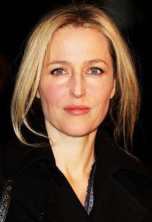gillian-anderson-london-09–03–2011–001-small.jpg