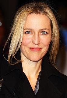 gillian-anderson-london-09–03–2011–002-small.jpg