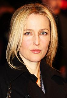 gillian-anderson-london-09–03–2011–003-small.jpg