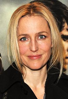 gillian-anderson-london-09–03–2011–004-small.jpg