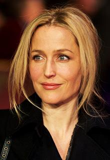 gillian-anderson-london-09–03–2011–005-small.jpg