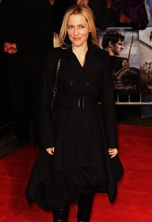 gillian-anderson-london-09–03–2011–009-small.jpg