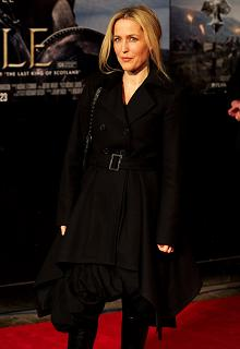 gillian-anderson-london-09–03–2011–010-small.jpg
