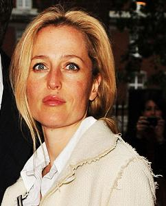 gillian-anderson-london-17–05–2011-small.jpg