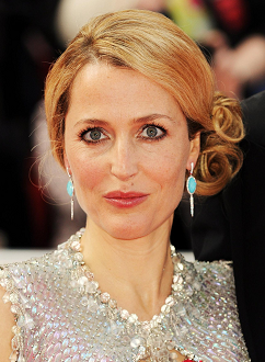 gillian-anderson-london-22–05–2011–001-small.png