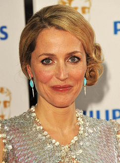 gillian-anderson-london-22–05–2011–002-small.png