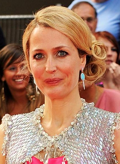gillian-anderson-london-22–05–2011–003-small.png