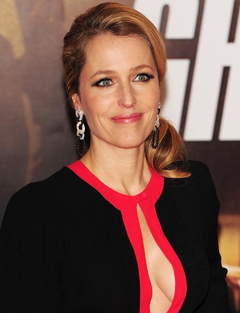 gillian-anderson-london-premiere-13–12–2011–003-small.jpg