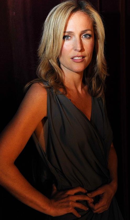 gillian-anderson-promos-up-late-show-08–09–2011–001-small.jpg