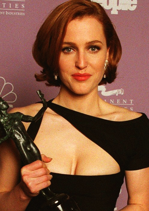 gillian-anderson-sag-awards-1997–002-small.png
