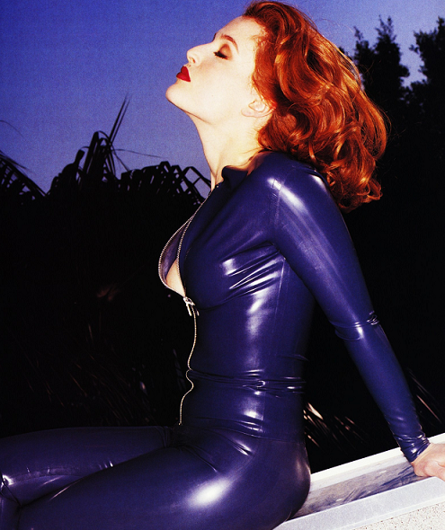 gillian-anderson-sexy-blue-small.png