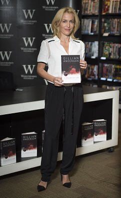 gillian-anderson-signing-london-03–10–2014–002-small.png