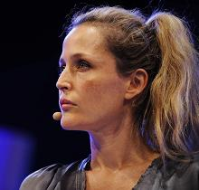gillian-anderson-wales-05–06–2011–003-small.jpg