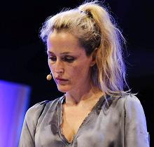 gillian-anderson-wales-05–06–2011–006-small.jpg
