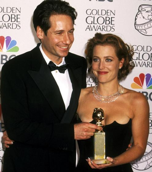 gillian_anderson_david_duchovny_the_55th_annual_golden_globe_awards_18_01_1998_e_small.jpg