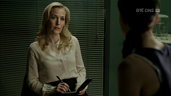 kultx-gillian-anderson-the-fall-201–005-small.png