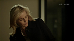 kultx-gillian-anderson-the-fall-201–015-small.png