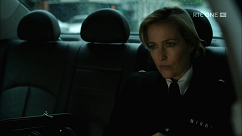 kultx-gillian-anderson-the-fall-201–019-small.png