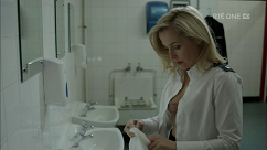 kultx-gillian-anderson-the-fall-201–026-small.png