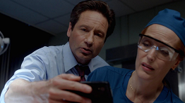 recenze-mulder-scully-meet-the-weremonster-004.png