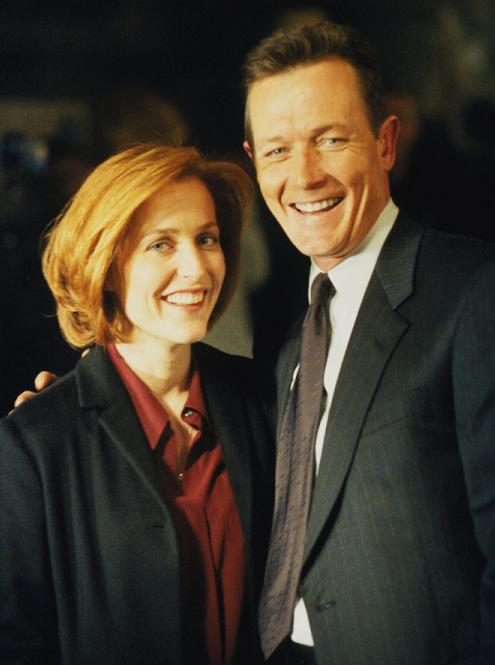 scully_doggett_smiles_small.jpg