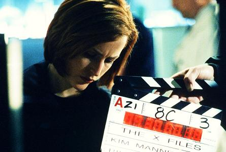 xfiles-field-trip-set-david-duchovny-gillian-anderson-kim-manners-002-small.jpg