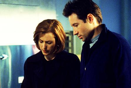 xfiles-field-trip-set-david-duchovny-gillian-anderson-kim-manners-004-small.jpg