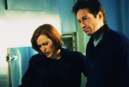 xfiles-field-trip-set-david-duchovny-gillian-anderson-kim-manners-005-small.jpg