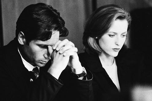 xfiles-field-where-i-died-black-and-white-001-small.jpg