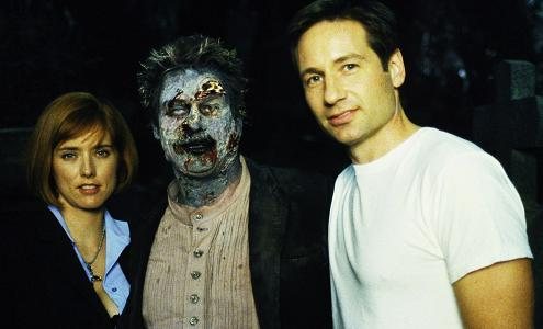 xfiles-hollywood-ad-set-david-duchovny-tea-leoni-002-small.jpg