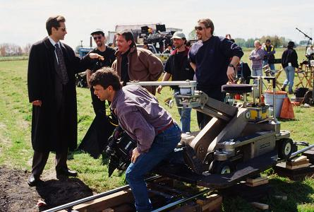 xfiles-our-town-set-david-duchovny-gillian-anderson-008-small.jpg