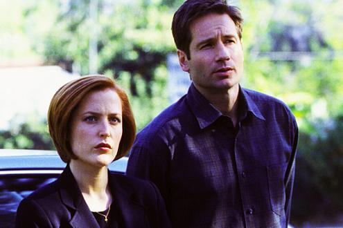 xfiles-signs-and-wonders-set-001-small.jpg