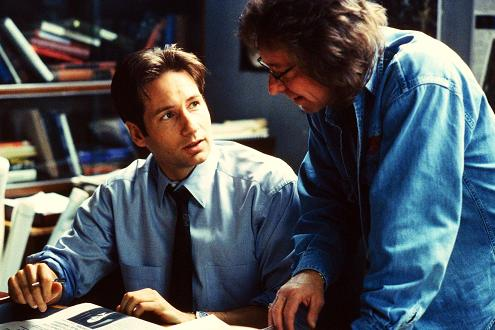 xfiles-the-red-and-the-black-set-david-duchovny-001-small.jpg