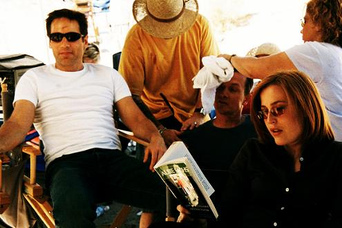 xfiles-the-truth-set-david-duchovny-gillian-anderson-robert-patrick-annabeth-gish-chris-carter-001-small.jpg