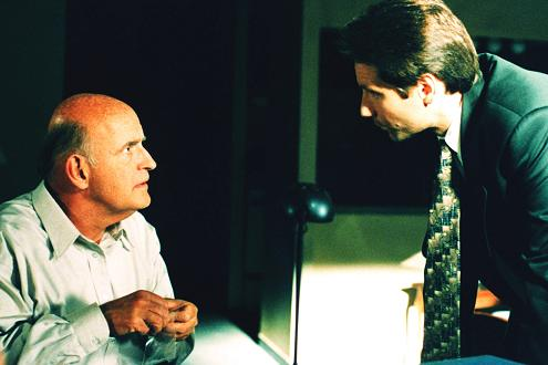 xfiles-third-season-clyde-bruckman-final-repose-david-duchovny-peter-boyle-small.jpg