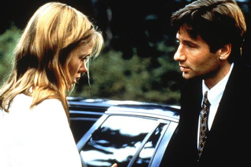 xfiles-third-season-oubliette-david-duchovny-tracey-ellis-small.jpg