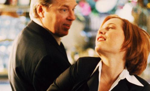 xfiles-three-of-a-kind-drugged-scully-002-small.jpg