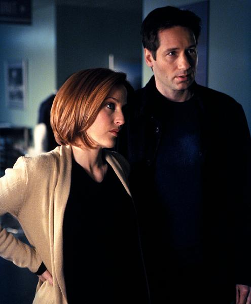 xfiles_alone_promo_gillian_anderson_david_duchovny_small.jpg